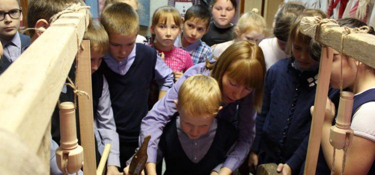 Заречномедлинские школьники на выставке